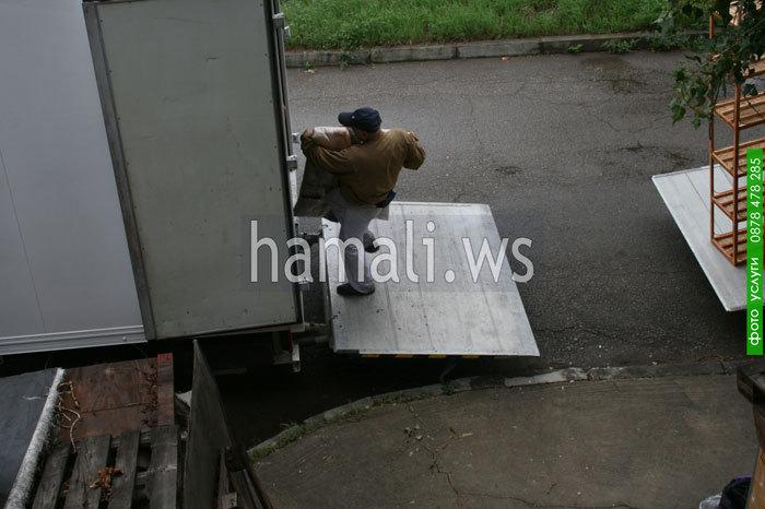 хамалски услуги по качване и сваляне на товари с камион и пренасяне до нова дестинация