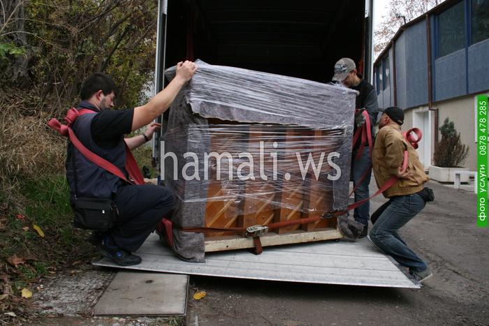 хамали по поръчка за качване и сваляне на товари с камион